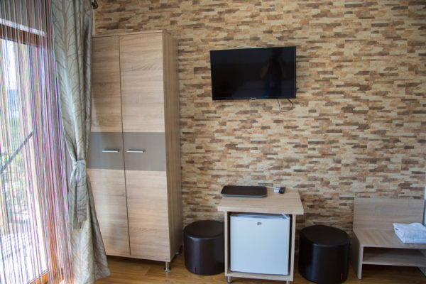 balcon tv minibar