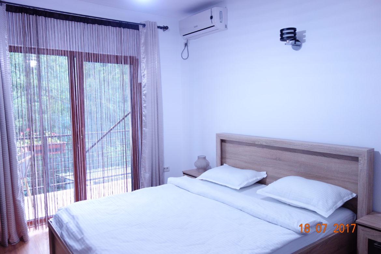 Camera 1: dormitor/balcon